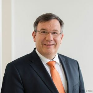 CFO de Schenck Process, Thomas Spitzenpfeil, director financiero, plásticos, medición, carl zeiss ag