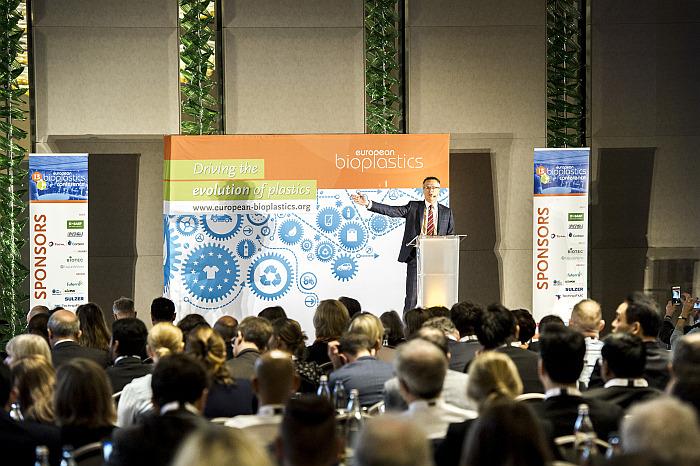 european bioplastics, 13 european bioplastics conference, conferencia europea de bioplásticos, bioplásticos, froncois de bie, eubp, industria de bioplásticos, economía circular, berlín, nature works, biodegradabilidad, compostabilidad, residuos plásticos, medio marino