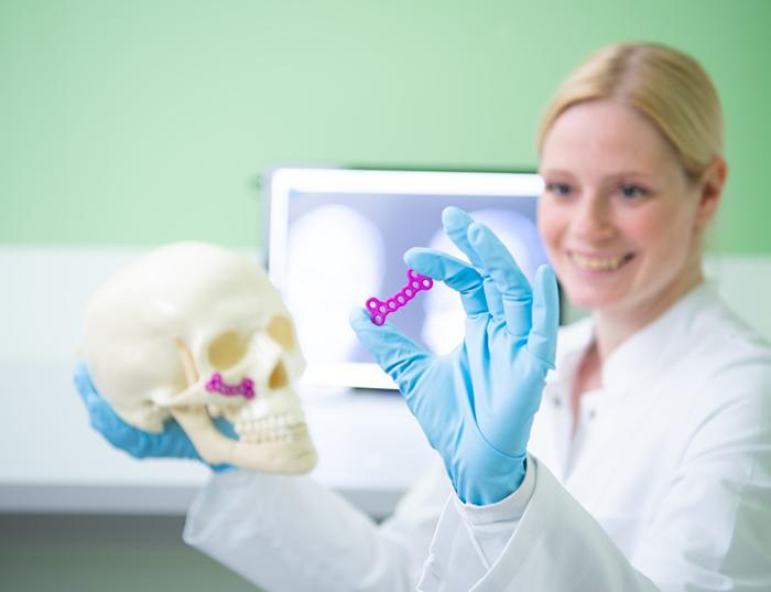 Filamentos reSOMER de Evonik para la impresión 3D de implantes médicos reabsorbibles