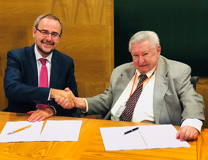 Firma del acuerdo entre Repsol y ECI