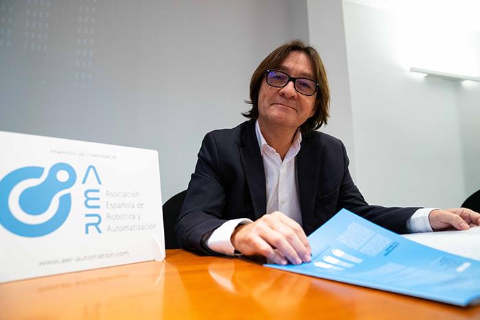 Alex Salvador, Gerente de AER