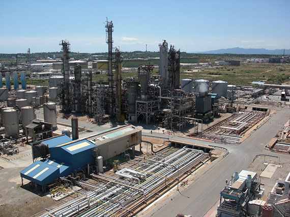Tres fallecidos por la explosión de las instalaciones de IQOXE en Tarragona