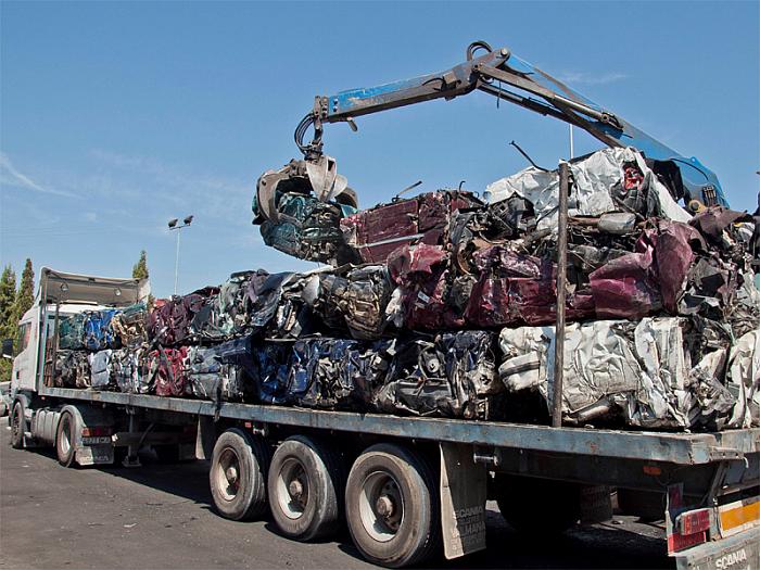 AIMPLAS trabaja en la mejora del reciclado de plásticos de vehículos