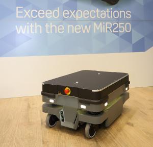 robot MiR250