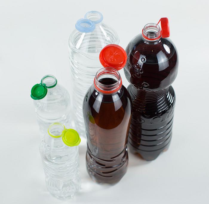 tapones plástico, tapones unidos a botellas, tapones sujetos a botellas, Sidel